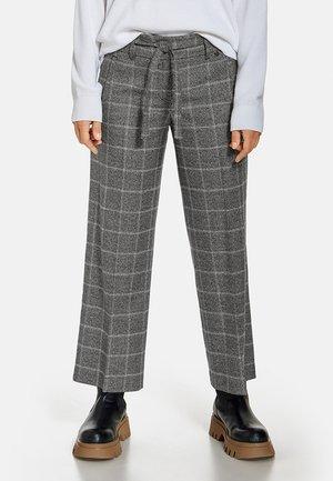 FREIZEIT VERKÜRZT KARIERTE - Trousers - schwarz/weiß/rot