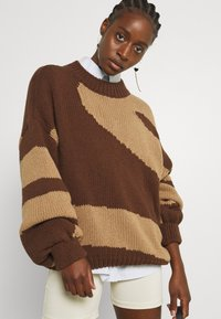 NU-IN - PATTERN - Jumper - dark brown - 4