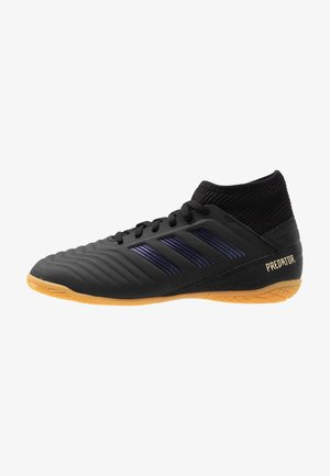 PREDATOR 19.3 IN - Indoor football boots - core black/gold metallic