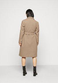 Dorothy Perkins Petite - FUNNEL COLLAR BELTED COAT - Classic coat - camel - 2