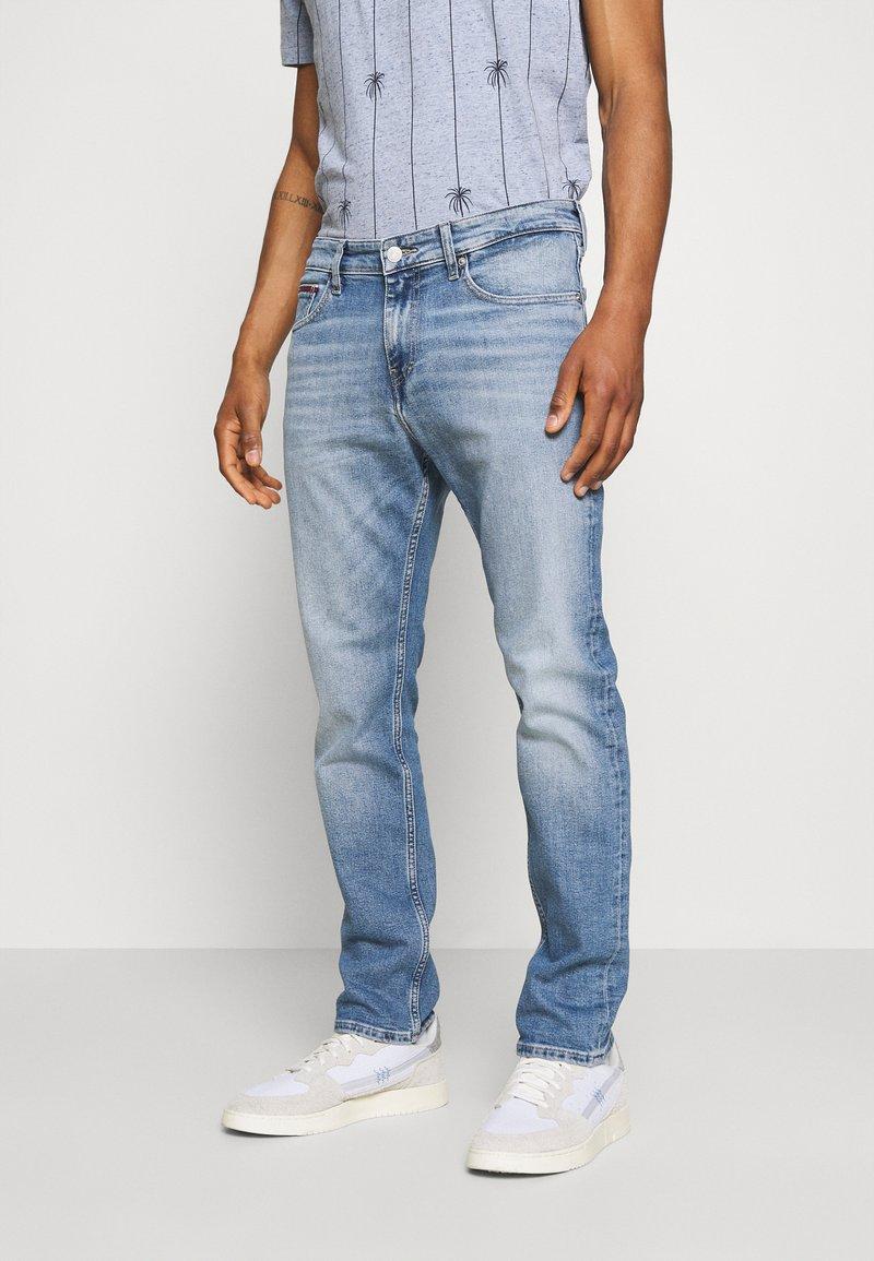 Tommy Jeans - RYAN STRAIGHT - Jeansy Straight Leg - denim