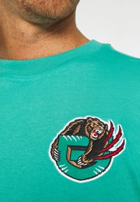 Mitchell & Ness - NBA VANCOUVER GRIZZLIES FINAL SECONDS TEE - Club wear - teal - 4