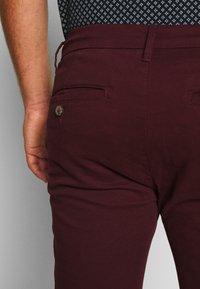 Burton Menswear London - Pantalones chinos - burg - 4