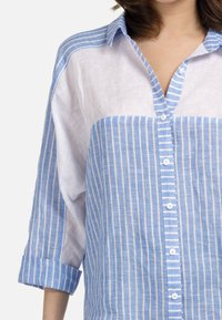 HELMIDGE - Button-down blouse - weiss hellblau - 2