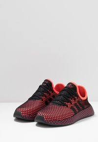 adidas Originals - DEERUPT RUNNER STREETWEAR-STYLE SHOES - Joggesko - solar red/core black/collegiate burgundy - 2
