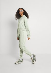 NU-IN - FIT - Tracksuit bottoms - green - 1