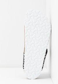 Birkenstock - GIZEH - T-bar sandals - black - 6