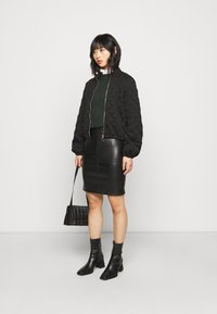 VILA PETITE - VIPEN NEW COATED SKIRT - Pencil skirt - black - 1