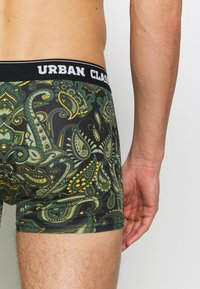 Urban Classics - SHORTS 3 PACK - Shorty - dark green / black - 6