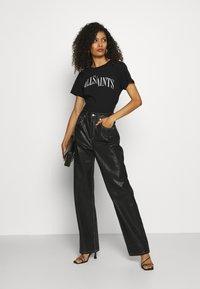 AllSaints - DROPOUT MIC - Print T-shirt - black - 1