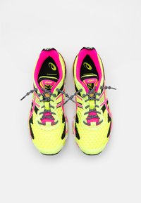 ASICS - GEL-NOOSA TRI 12 - Konkurrence løbesko - safety yellow/pink glo - 3