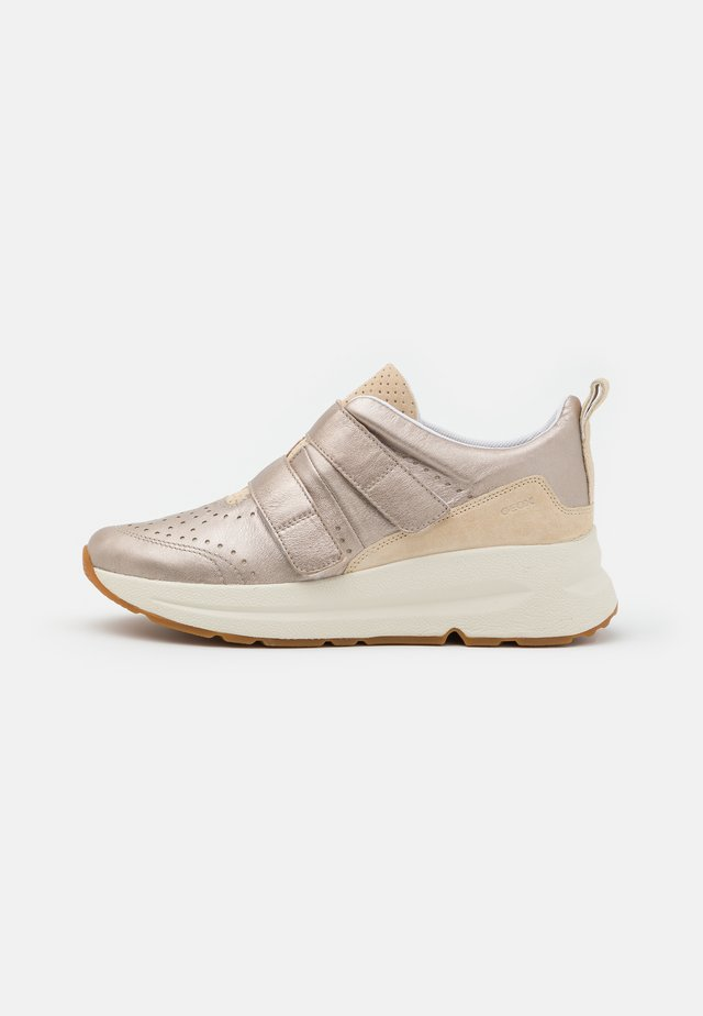 BACKSIE - Trainers - champagne/sand
