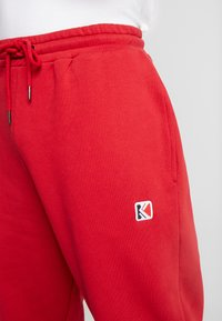Karl Kani - RETRO TRACKPANTS - Pantalon de survêtement - red - 6