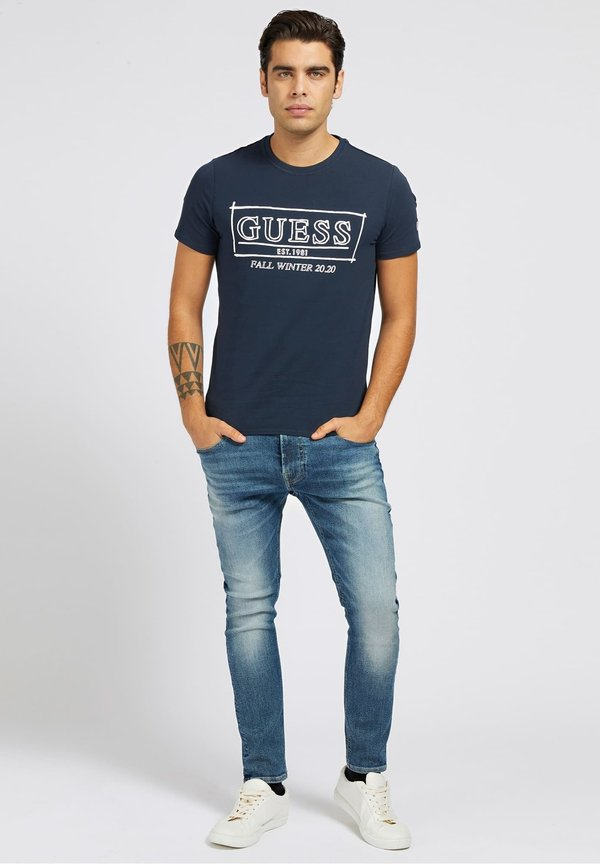 Guess T-shirt z nadrukiem - mehrfarbig, grundton blau/niebieski Odzież Męska UTXE