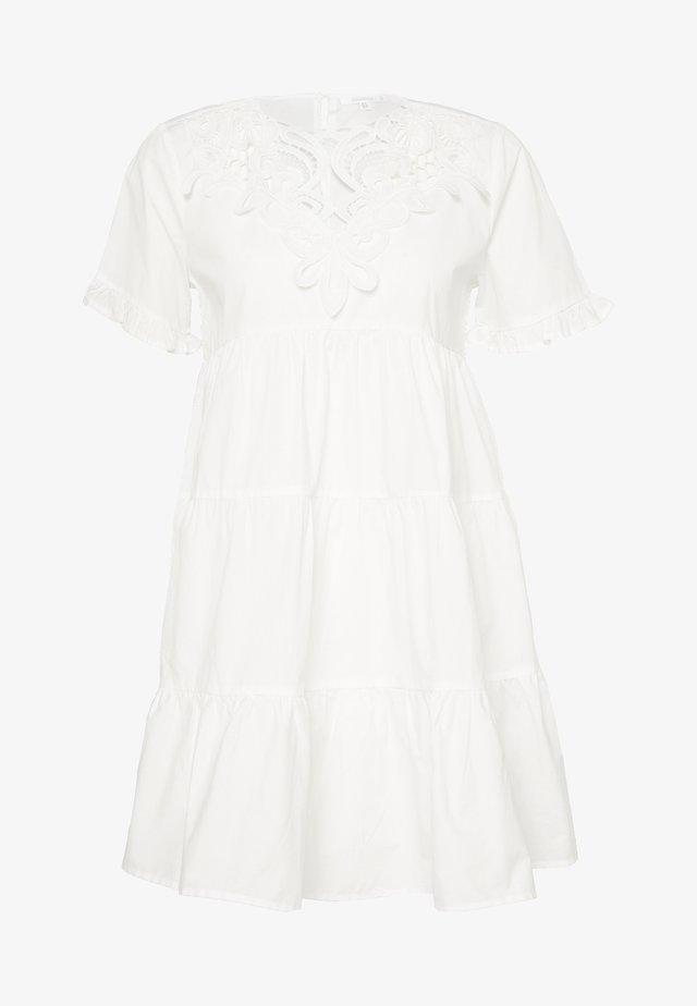 POPLIN CROCHET SMOCK DRESS - Koktejlové šaty/ šaty na párty - white