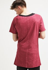 Urban Classics - Basic T-shirt - burgundy - 2
