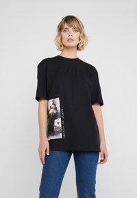 Bruuns Bazaar - LYNN ALBERTE  - Print T-shirt - black - 0
