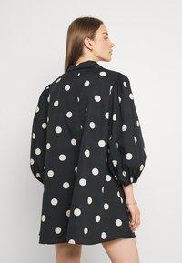 EDITED - THANYA DRESS - Day dress - bold dot/black - 2