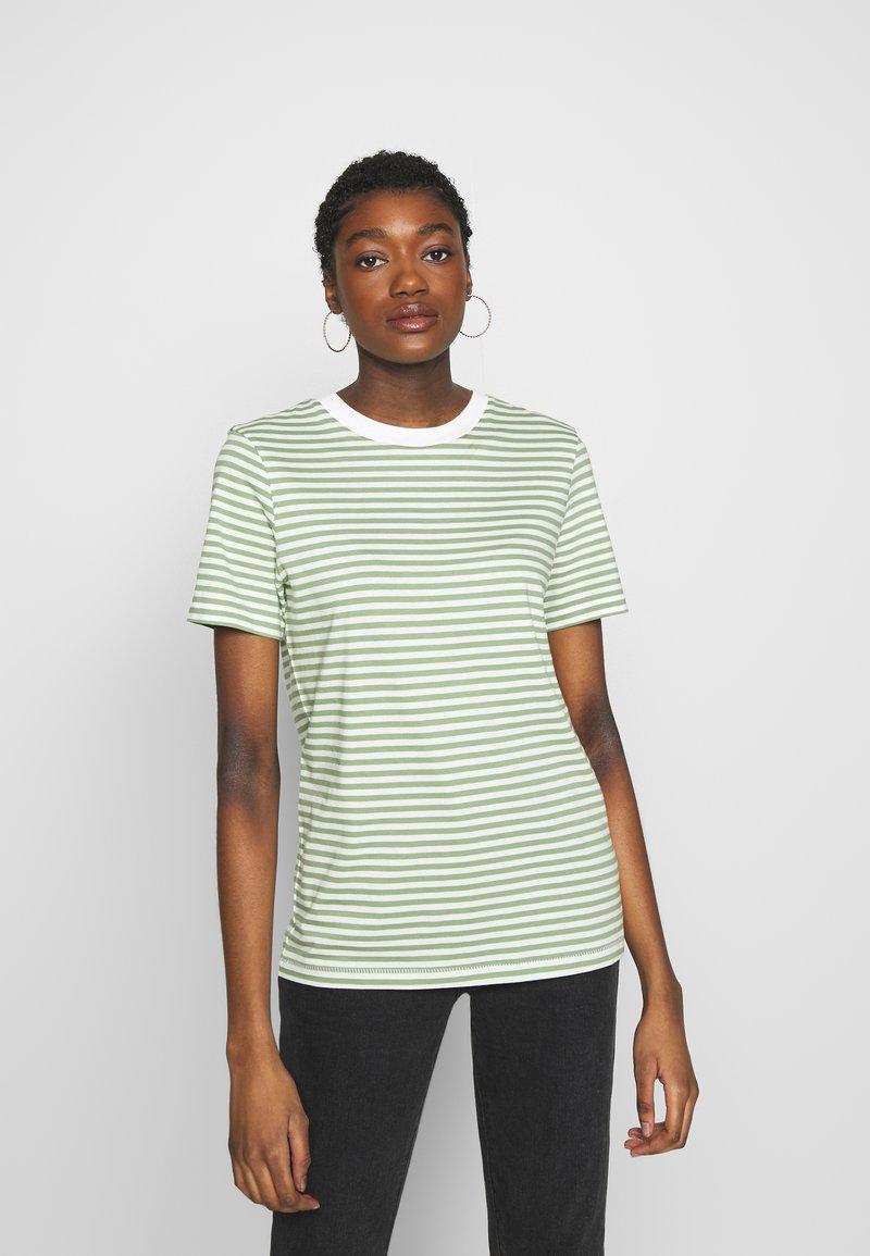 Selected Femme - PERFECT BOX CUT - Print T-shirt - watercress