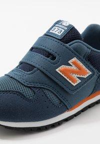 New Balance - IV373KN - Sneakers basse - navy/orange - 2