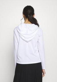 ONLY PLAY Petite - ONPADELLA HOOD TEE - Jersey con capucha - white - 2