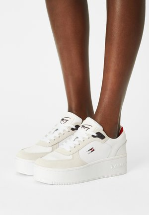 ICONIC FLATFORM - Sneakersy niskie - white
