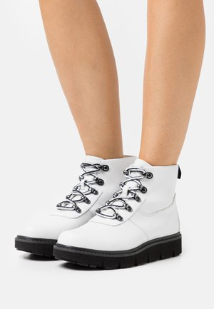 RAYWOOD ALPINE HIKER - Lace-up ankle boots - white
