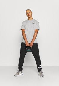 adidas Performance - ESSENTIALS - T-shirt basic - medium grey heather - 1