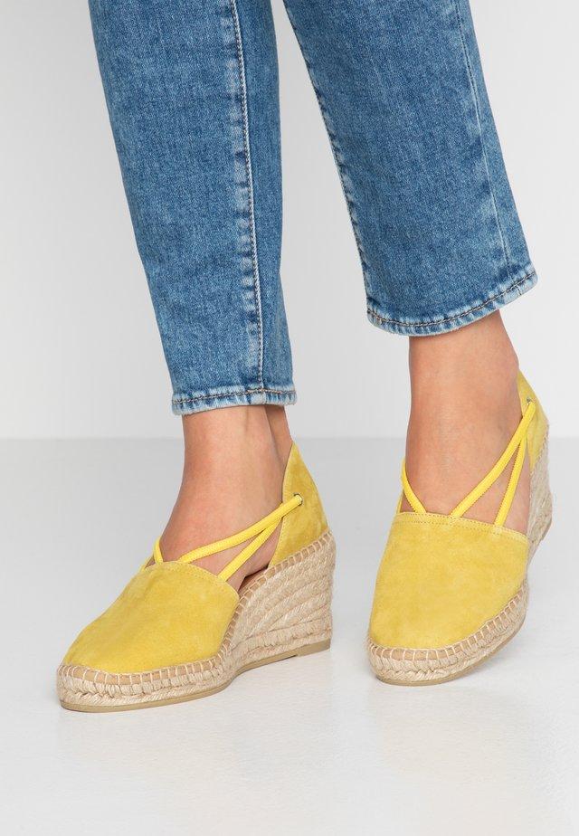ANIA - Platform heels - amarillo