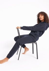 Chelsea Peers - NYC LOUNGE - Tracksuit bottoms - navy - 3