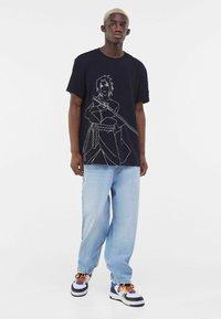 Bershka - NARUTO - T-shirt z nadrukiem - black - 1