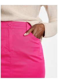 Gerry Weber - Pencil skirt - rasberry - 2