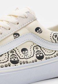 Vans - STYLE 36 UNISEX - Sneakers - classic white/black - 5