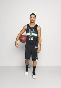 Nike Performance - NBA MILWAUKEE BUCKS GIANNIS ANTETOKOUNMPO SWINGMAN - Article de supporter - black - 1
