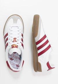 adidas Originals - JEANS UNISEX - Trainers - footwear white/collegiate burgundy - 3