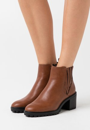 DENIA  - Ankle boots - toffee