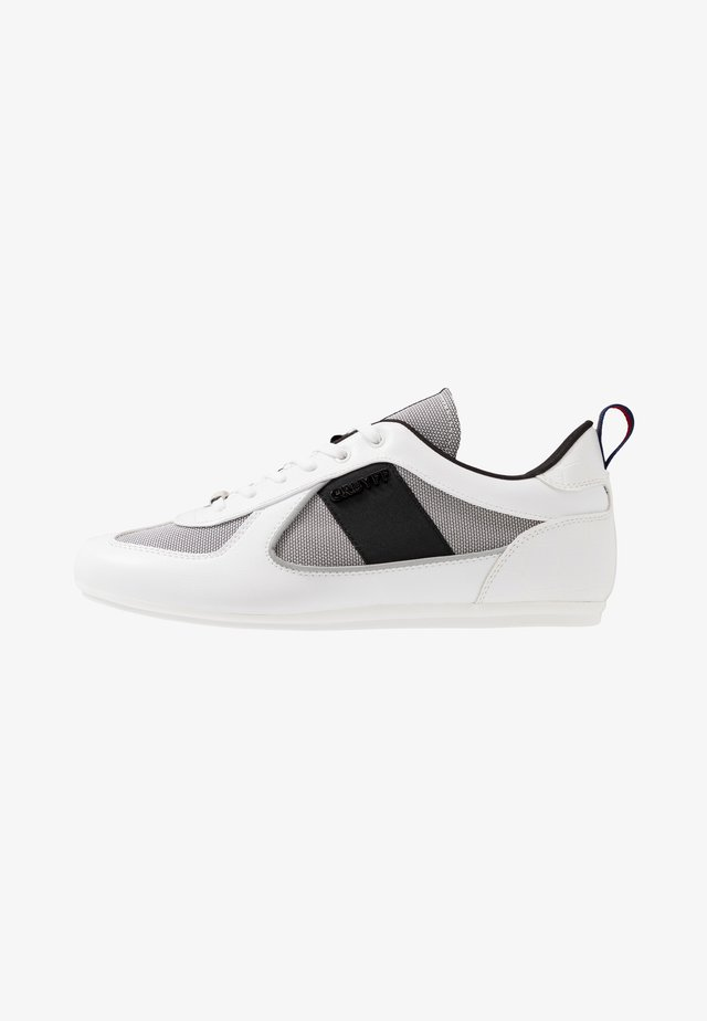 NITE CRAWLER - Sneakers laag - white