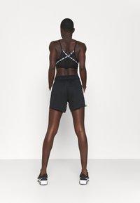 Nike Performance - DRY - Pantalón corto de deporte - black/sail - 2