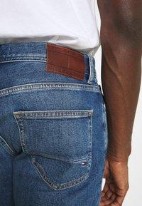 Tommy Hilfiger - CORE MERCER REGULAR  - Straight leg jeans - boston indigo - 4