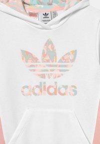 adidas Originals - HOODIE - Sweatshirt - white/haze coral - 2