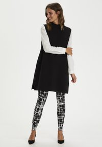 Kaffe - KAPAPPI  - Leggings - black/white stroke check - 0