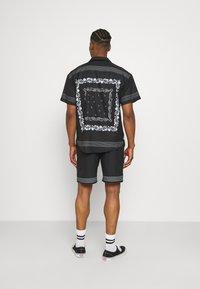 Mennace - BORDER REVERE SHIRT - Shirt - black - 2