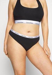 Calvin Klein Underwear - CAROUSEL PLUS SIZE THONG 3 PACK - Thong - black/white/grey heather - 0