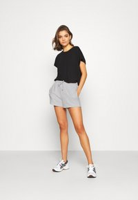 Gina Tricot - ABBIE - Shorts - light grey melange - 1