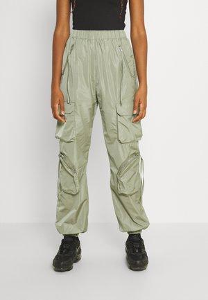 UTILITY CARGO TROUSER - Spodnie materiałowe - khaki