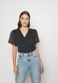 Abercrombie & Fitch - CLIP DOT WRAP - Print T-shirt - black - 0