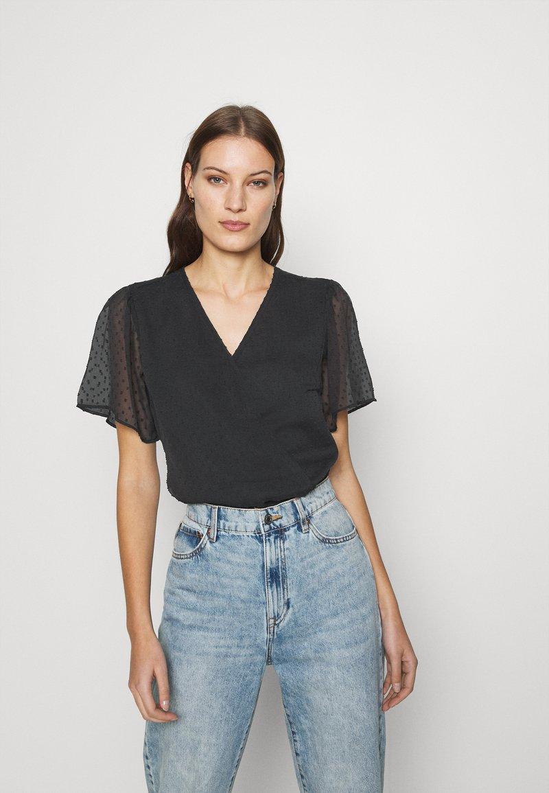 Abercrombie & Fitch - CLIP DOT WRAP - Print T-shirt - black