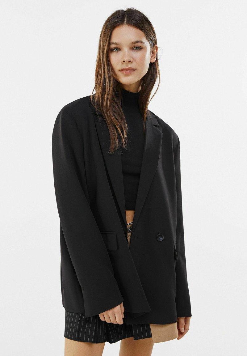 Bershka - MIT KNÖPFEN  - Korte frakker - black