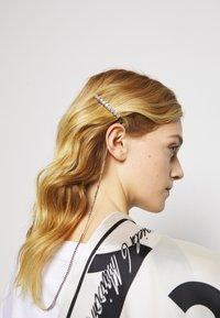 MM6 Maison Margiela - Hair Styling Accessory - polished - 2
