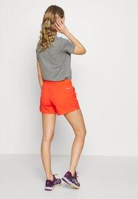 Columbia - WINDGATES - Shorts - bright poppy - 2